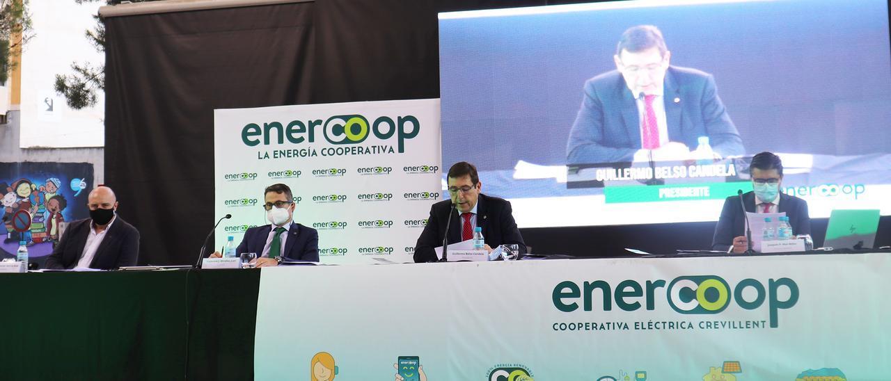 Los responsables del Grupo Enercoop, durante la asamblea general de la cooperativa.