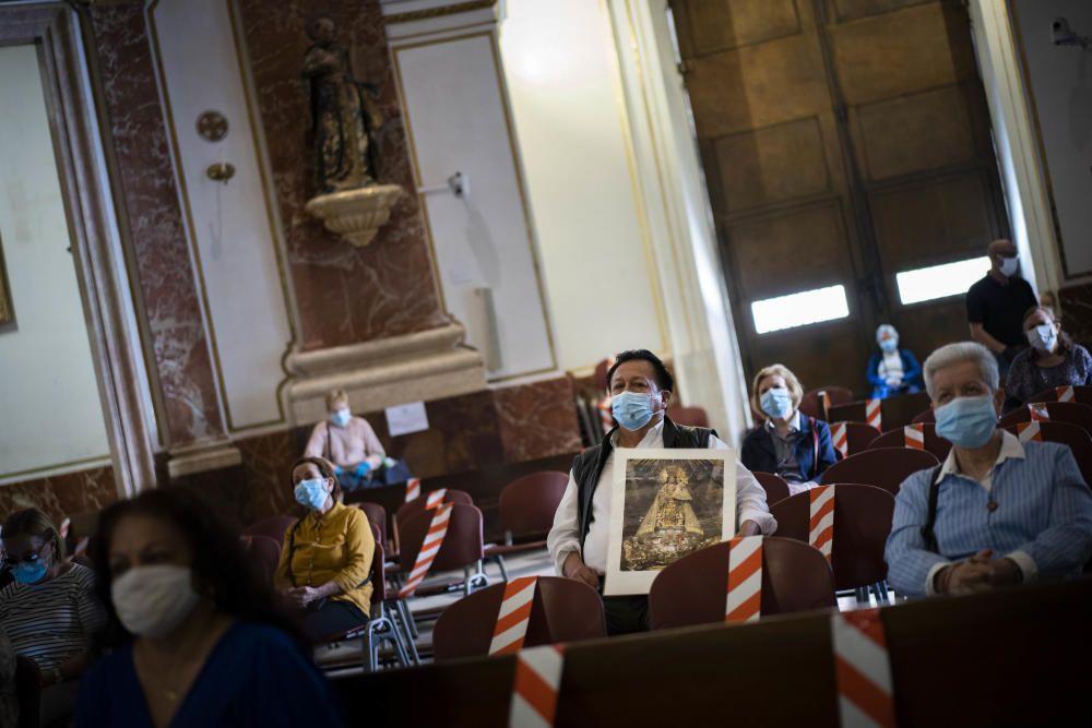 Abre la Basílica de la Virgen de los Desamparados