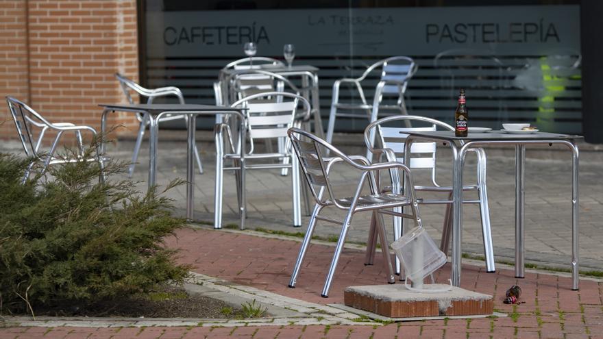 Madrid mantiene dos semanas el toque de queda y el cierre de bares a las 23 horas