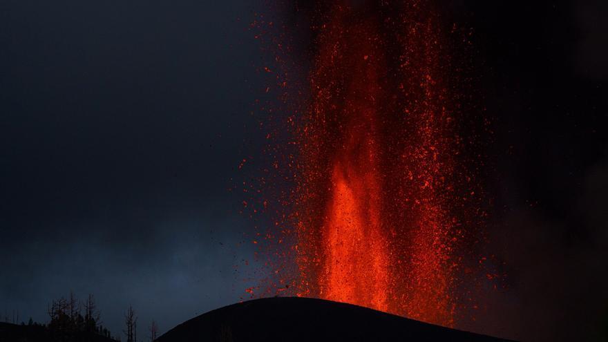 El lento, denso y duradero avance de la lava