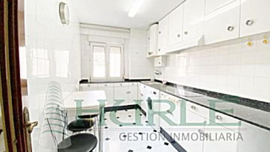 185.000 € Venta de piso en Gijón (centro), 3 habitaciones, 2 baños...