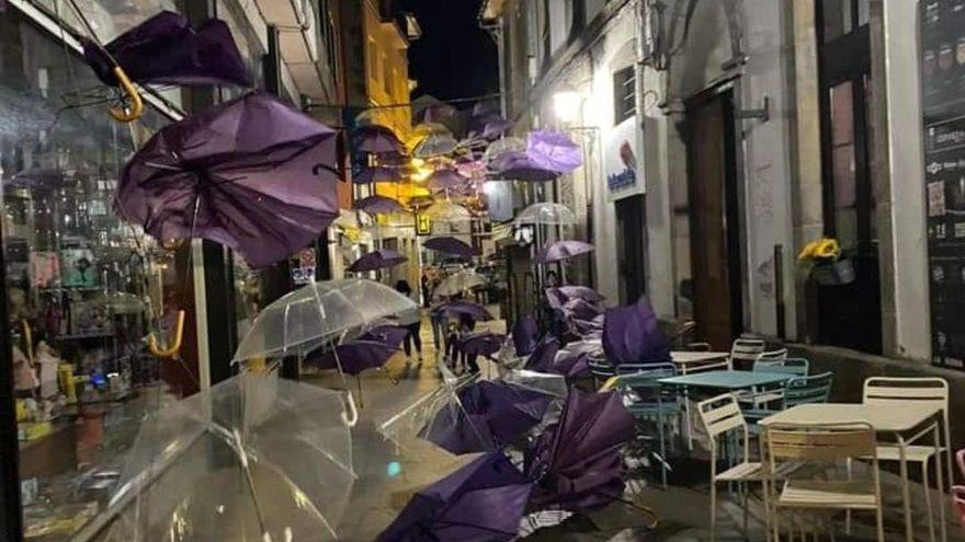 El techo de paraguas de Luarca, destrozado
