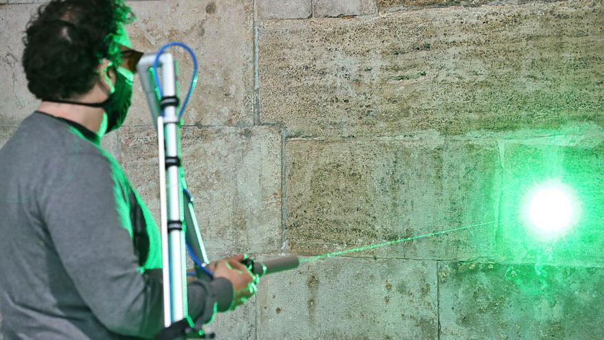 Limpieza láser en las paredes del Palau