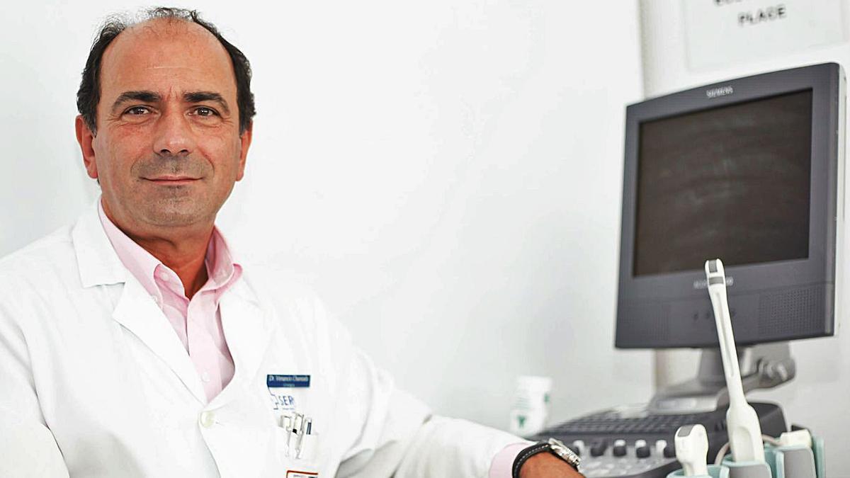 El doctor Venancio Chantada, en el Hospital Universitario de A Coruña.