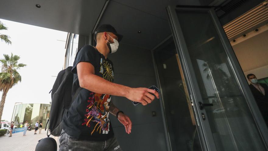 Omar Alderete sale de las oficinas: en breve oficial