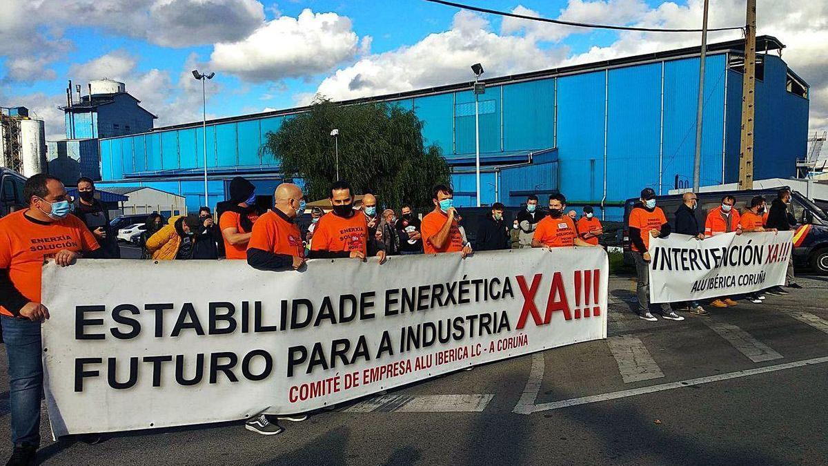Protesta protagonizada anteayer por los trabajadores coruñeses de Alu Ibérica.