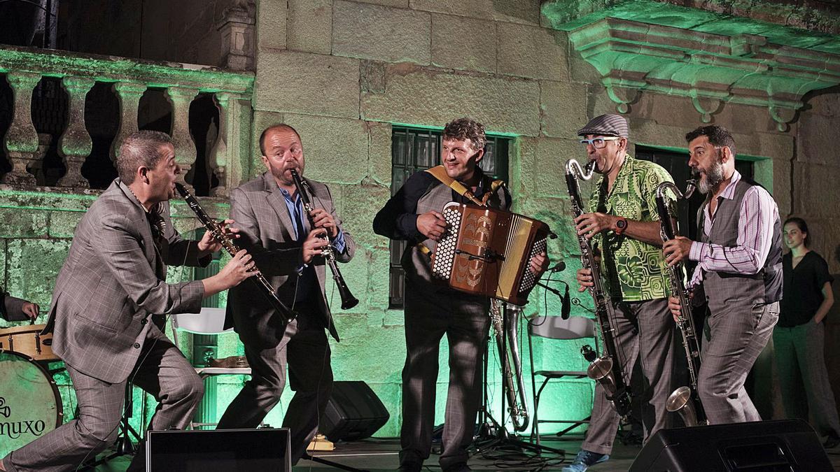 Imaxe dunha actuacion do Cuarteto Caramuxo.     // L.O.