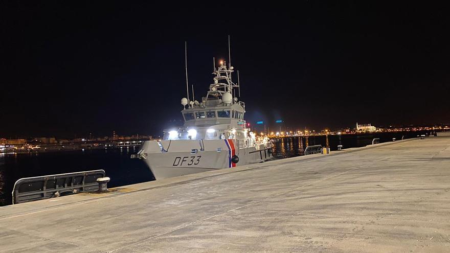 Detenidos nueve migrantes de una patera que llegó a Tolleric