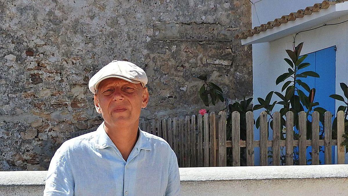 Javier González Granado profundiza en su nuevo ensayo sobre la inteligencia artificial.
