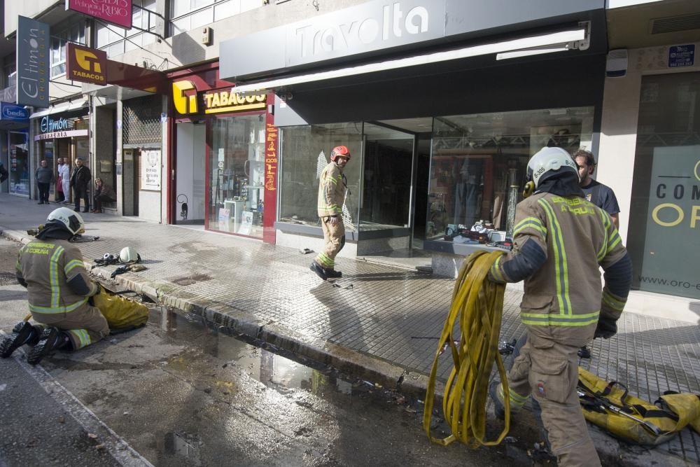 Incendio en un establecimiento comercial de Cuatro Caminos