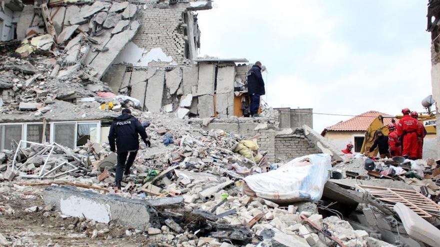 Ja són 40 els morts pel terratrèmol a Albània, el pitjor en dècades