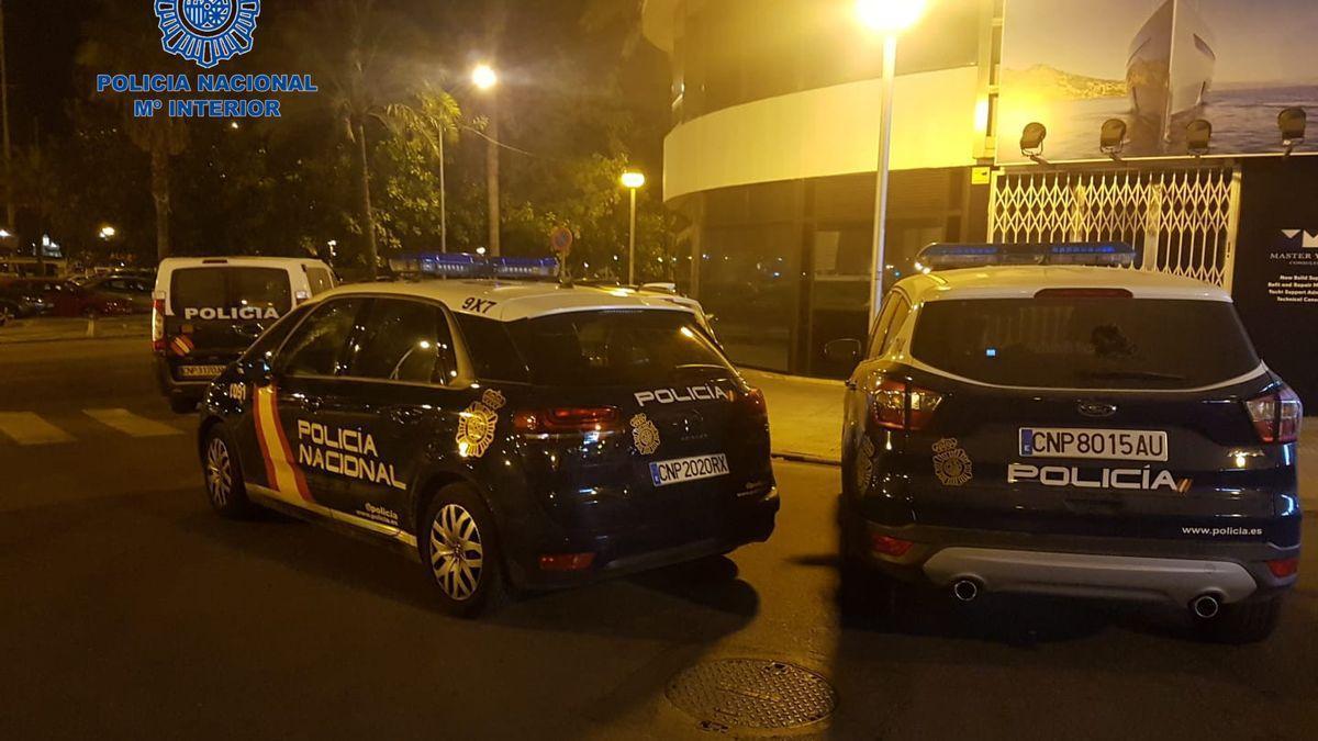 Coches de la Policía Nacional durante una actuación en Palma.