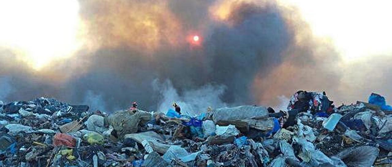 El vertedero de Lurima durante el incendio de 2016.