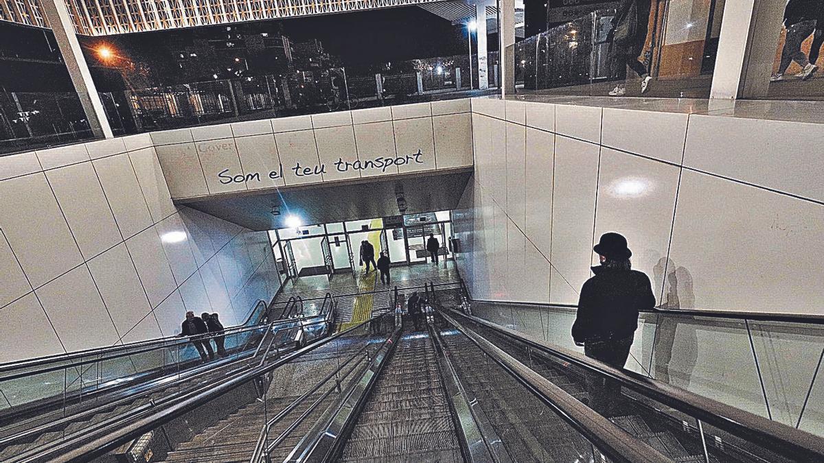 Acceso a la estación intermodal, situada en la plaza España.