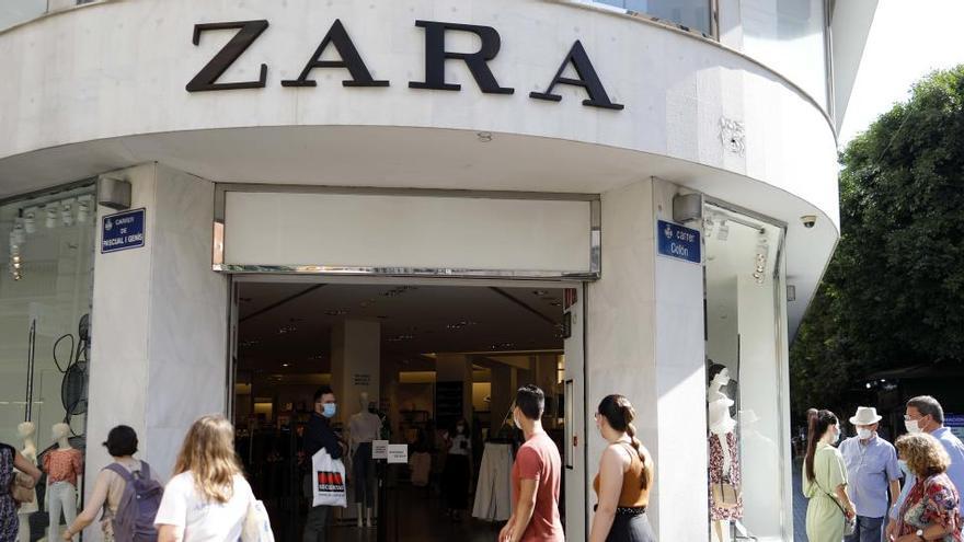Una pelea a patadas y tortazos en un probador de Zara acaba con 3 mujeres en urgencias