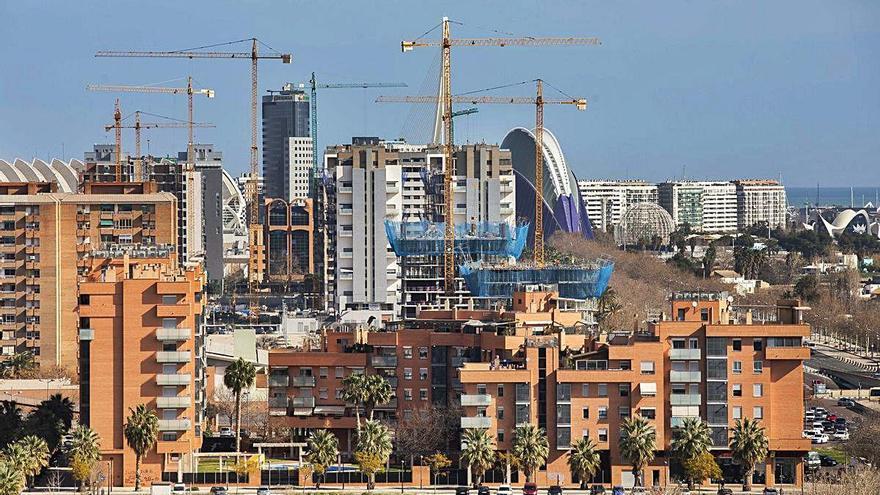 La recuperación económica  duplica la llegada de extranjeros y el retorno de valencianos