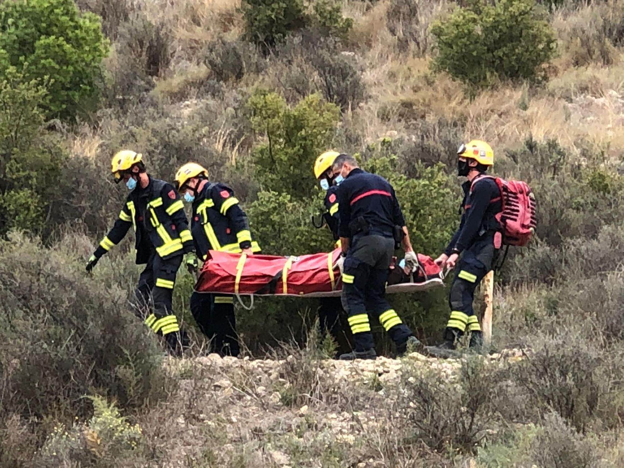 Los bomberos rescatan a una senderista en la Serra Grossa