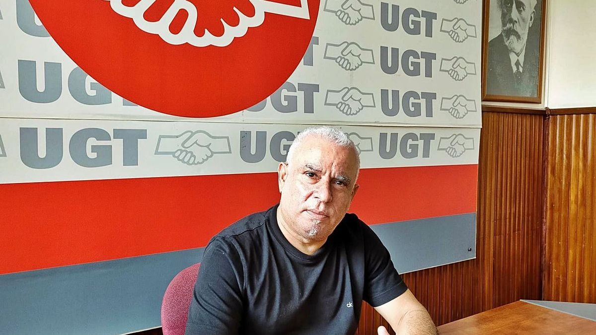 Manuel Navarro, en la sede de la UGT en la Casa Sindical de la calle Méndez Núñez, en Santa Cruz. | | E.D.