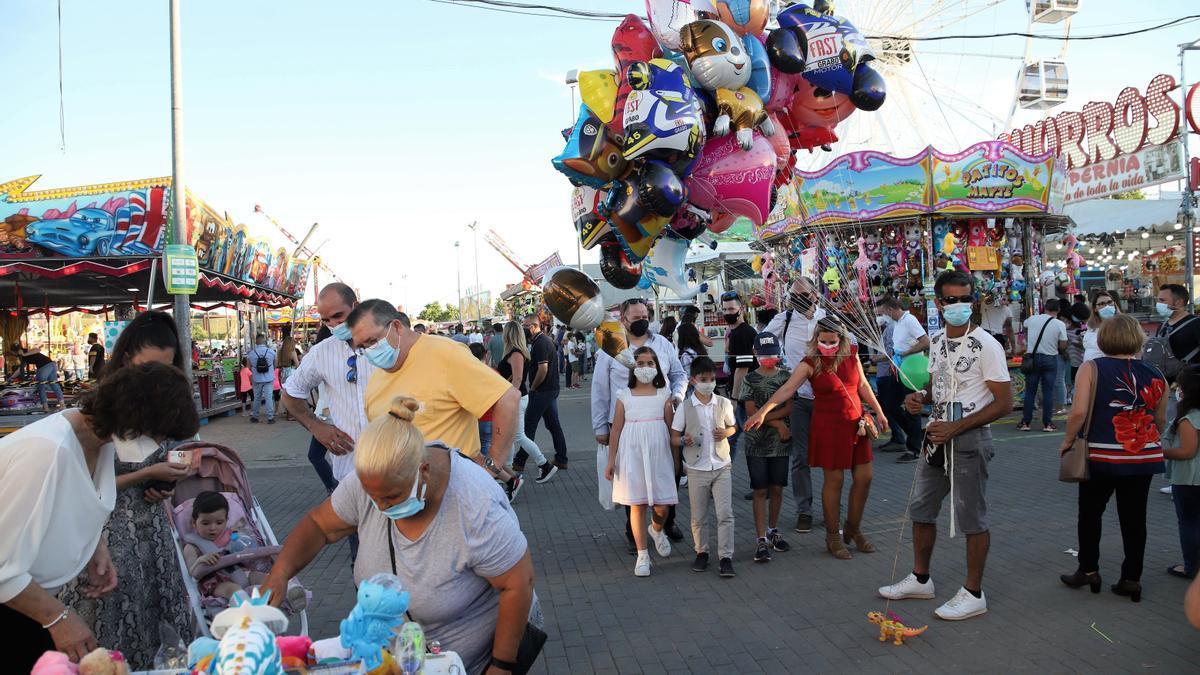 Los feriantes del 'Arenal Park' celebran que se reactive la actividad tras un año negro