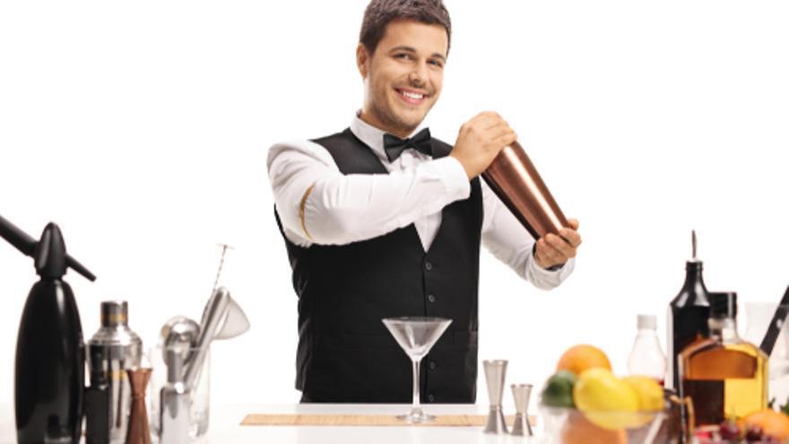 Grupo Adecco selecciona 100 camareros para hoteles de 5 estrellas en Marbella