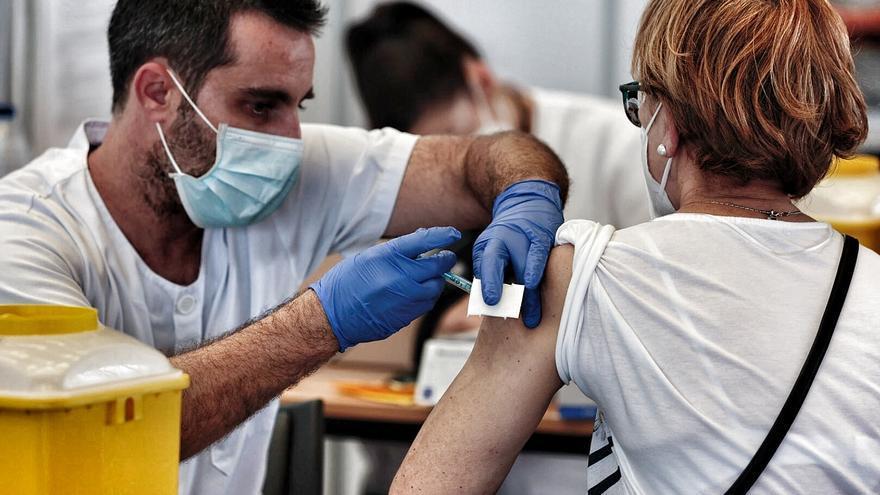 Canarias ha inmunizado a 276.014 personas y usado el 92% de vacunas recibidas