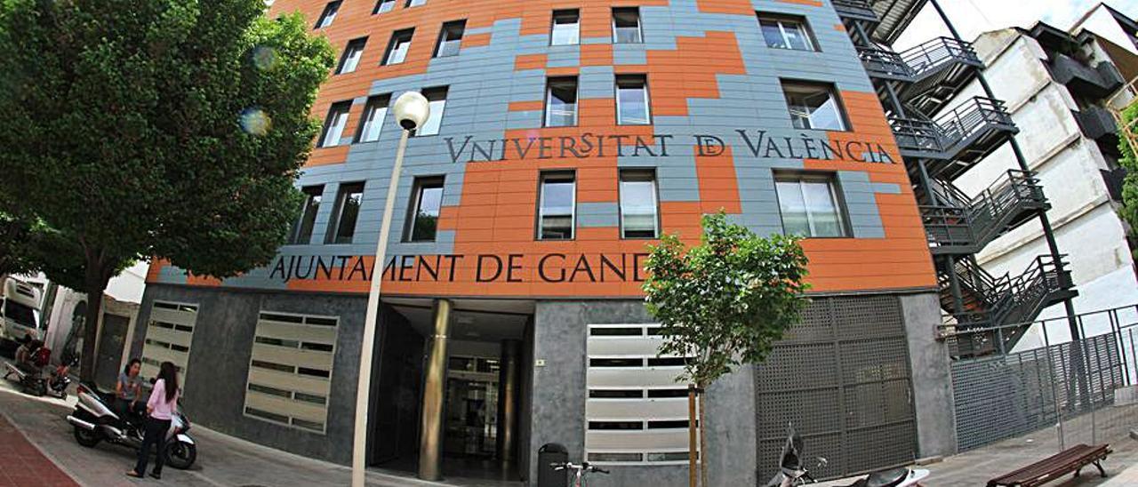 El edificio de la Universitat de València en la calle Tossal. | LEVANTE-EMV
