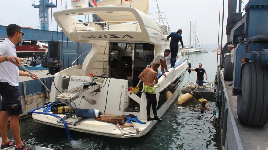 Rescatan tras 10 días el yate encallado en la cala del Francés de Xàbia