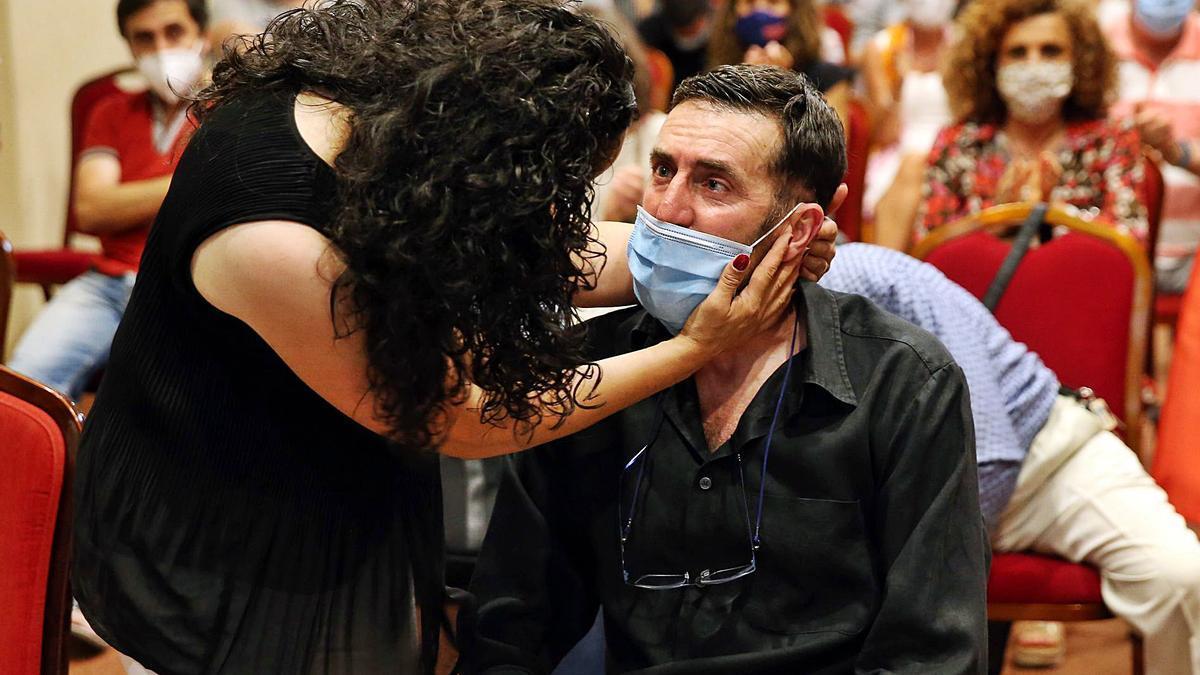 Alejandro Gómez, con su mujer, Paula Hernández, en el homenaje que le tributó la Federación Gallega en el Hotel Coia.