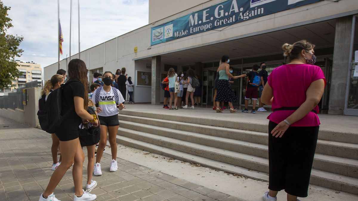 Alumnos en un instituto de Alicante.