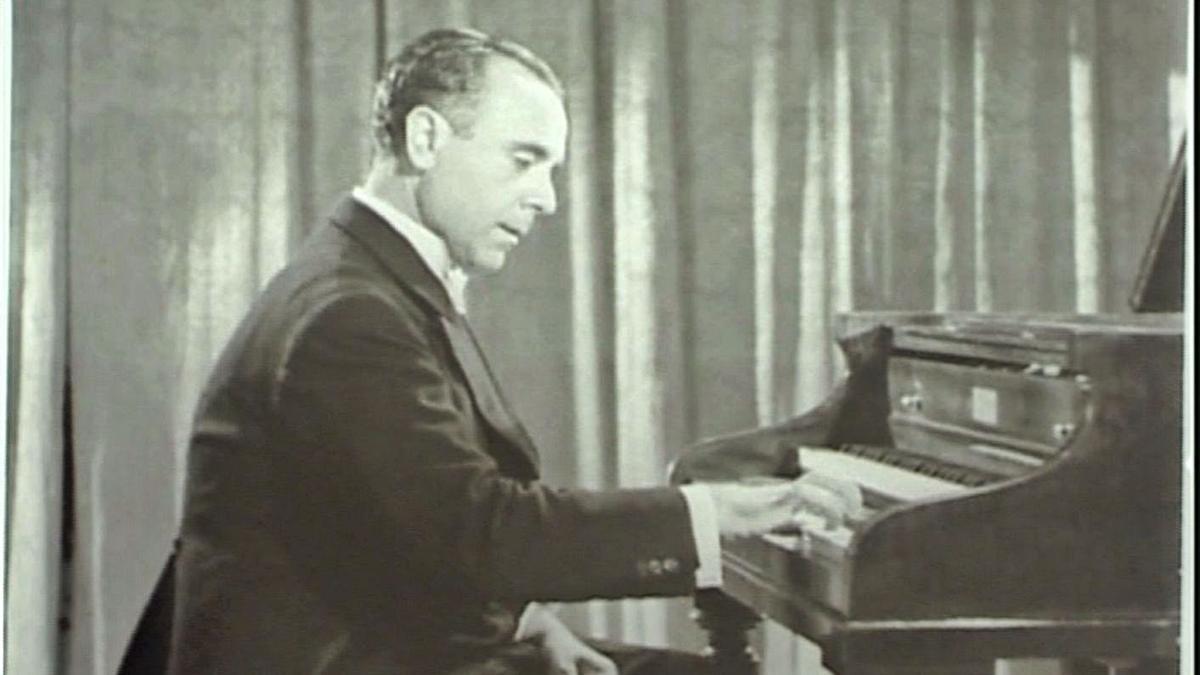El pianista José Iturbi durante una grabación en EE UU.  | IVAC