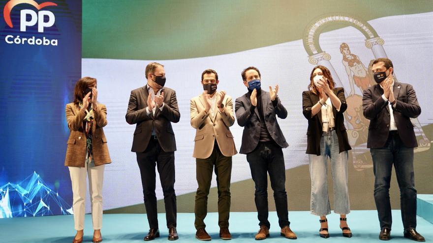 El PP al completo avala la operación en Murcia para salvar su Gobierno en la Región