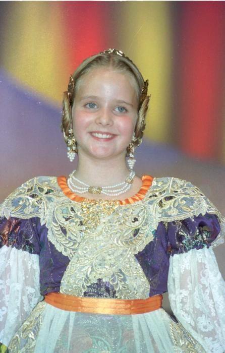 Corte 1999. Sara Madrid también fue elegida y reaparecería en el año 2012 con la particularidad de que...