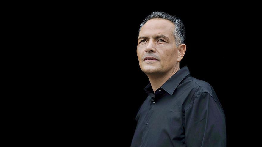 Santiago Gil gana el premio de novela Pérez Galdós con 'Mediodía eterno'