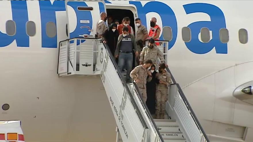 Aterriza en la base de Torrejón un nuevo avión con 260 colaboradores afganos
