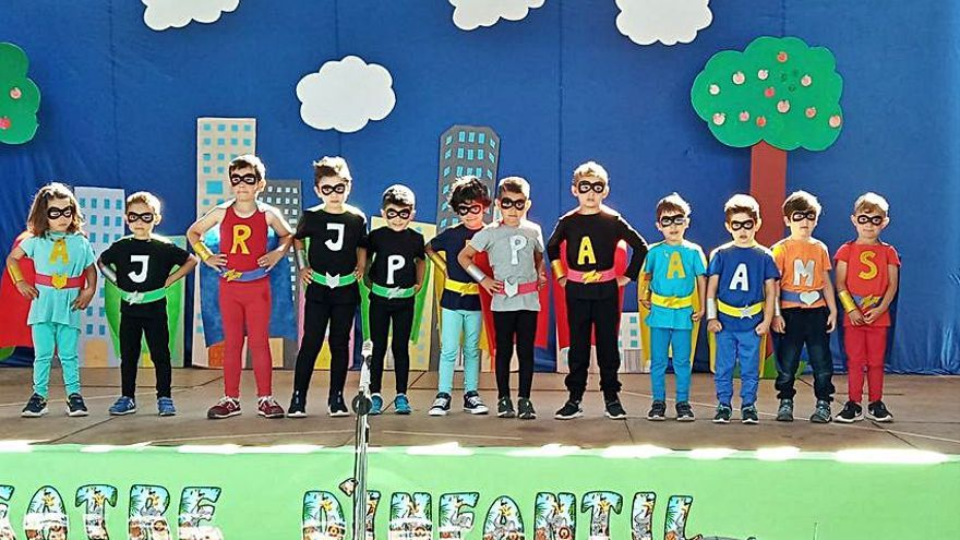 Teatrets d'Infantil al mes de maig al CEIP Azorín de Monòver