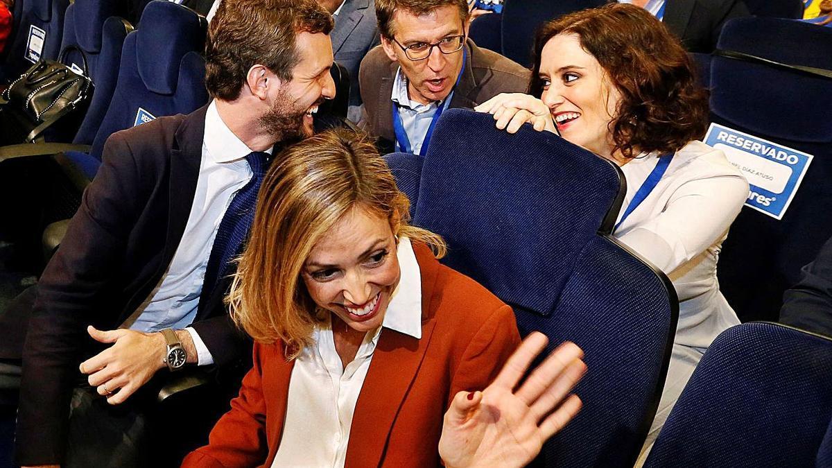 Pablo Casado, por la izquierda, Isabel Torres, Núñez Feijóo y Díaz Ayuso.     // EFE/MANUEL LORENZO
