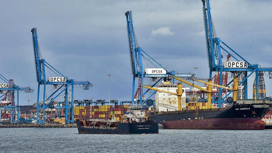 La escasez de contenedores retrasa la llegada de mercancía a las Islas