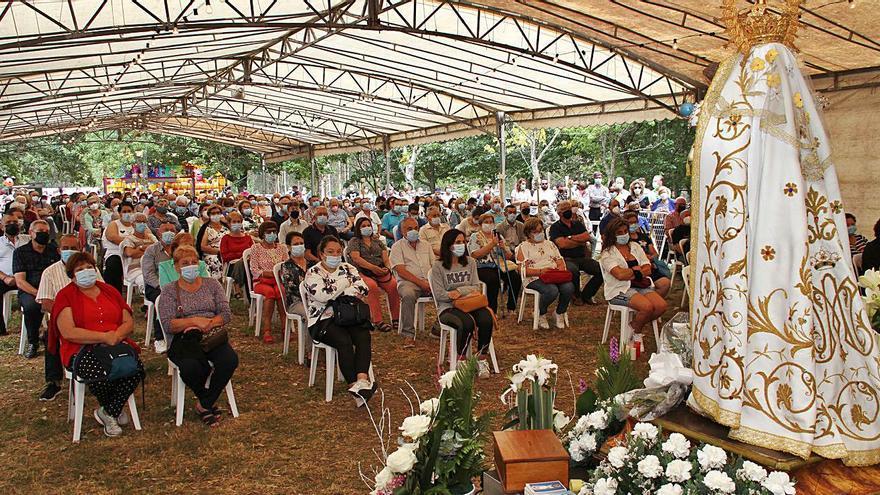 La Virgen de los Milagros de Requián atrae a miles de devotos pese al COVID