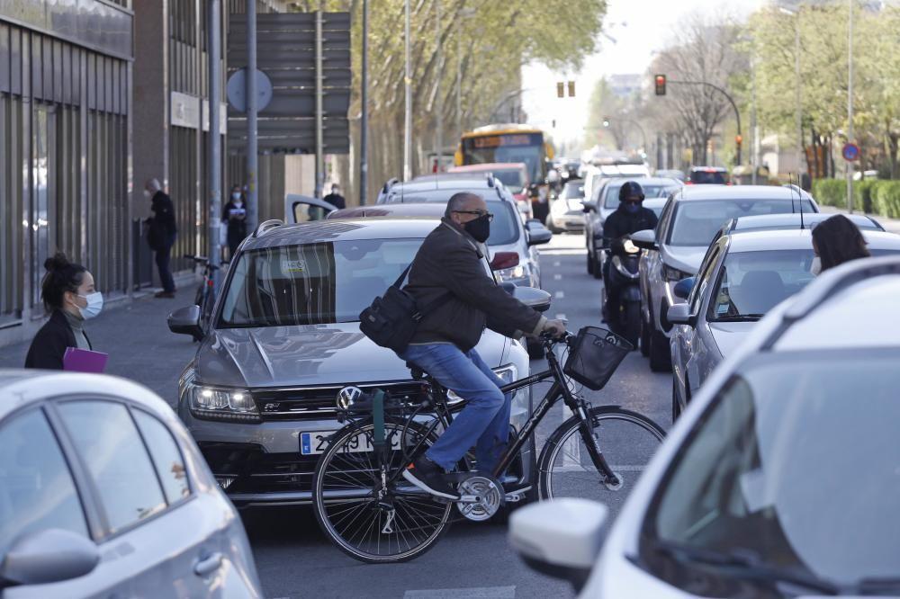 Un foc a la carretera Barcelona causa un caos de trànsit a Girona