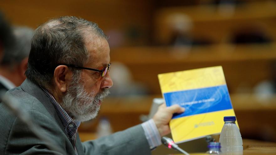 El Defensor del Pueblo insta a Interior a no impedir la salida de los migrantes de Canarias