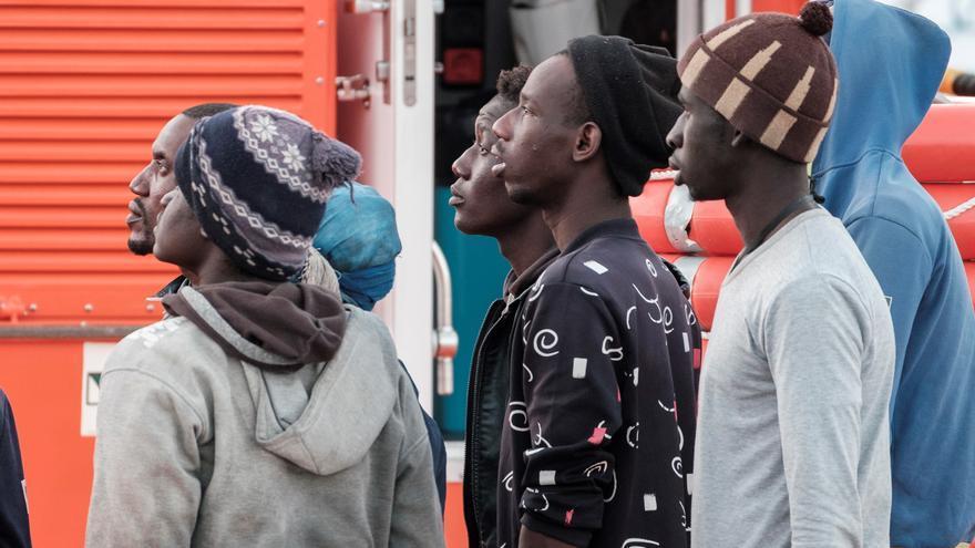 Salvamento intercepta a once migrantes en una embarcación al sur de Gran Canaria