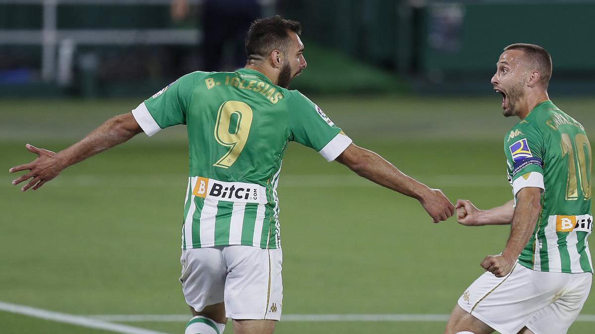 Borja Iglesias celebra su gol ante el Granada