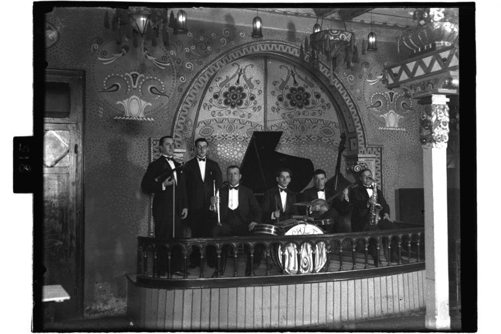 Orquesta del cabaret La Gloria en la calle de Juan Alonso.  El 'dancing cafe' se inaugur� en agosto de 1927..jpg