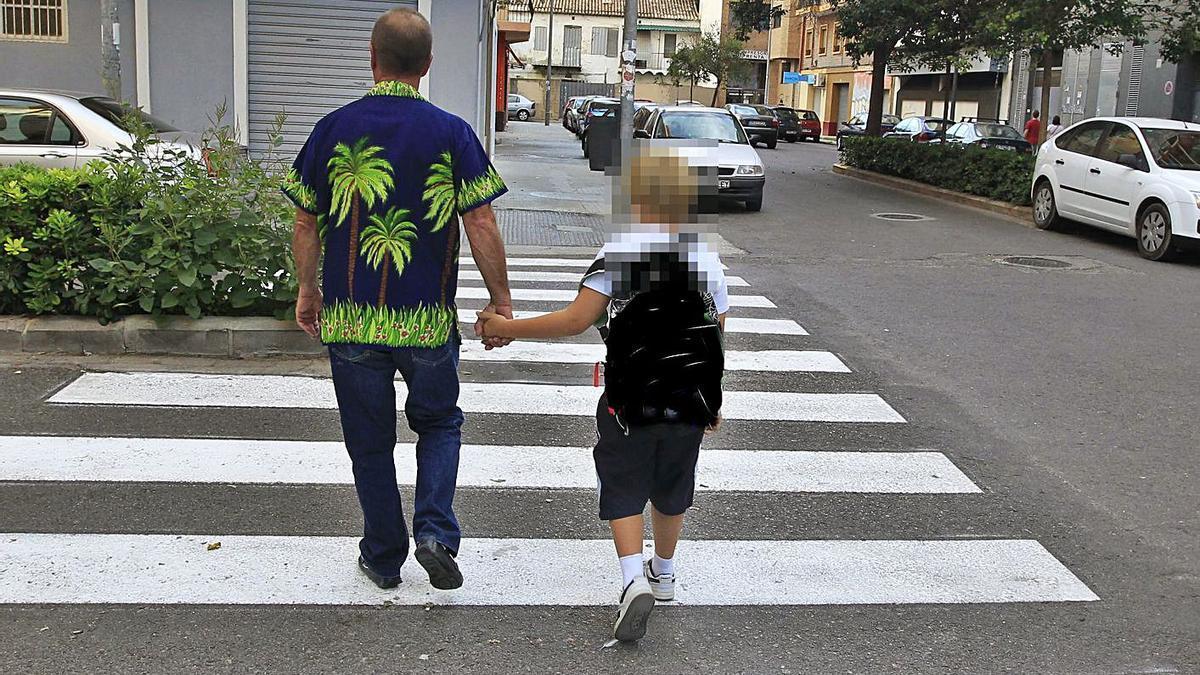 Uno de los padres que ha denunciado el servicio en los puntos de encuentro familiar.   M.M.