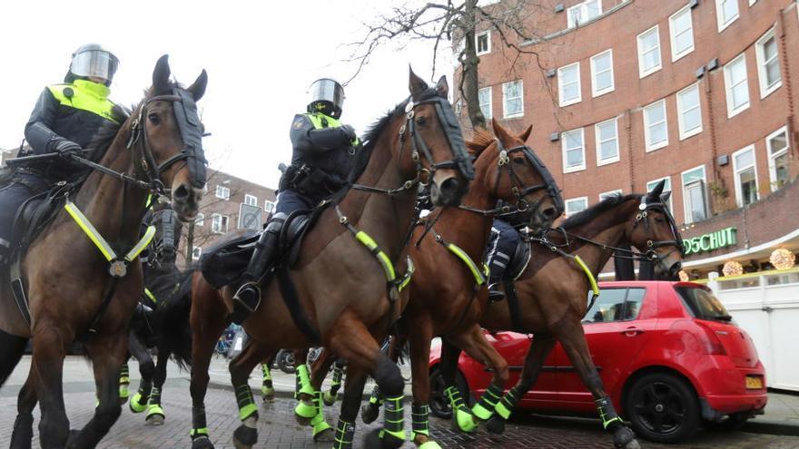 Fuertes disturbios en Países Bajos en protestas por el toque de queda