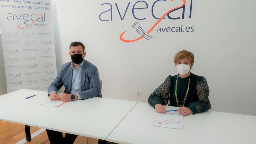 Avecal firma un convenio para mejorar la financiación del sector del calzado