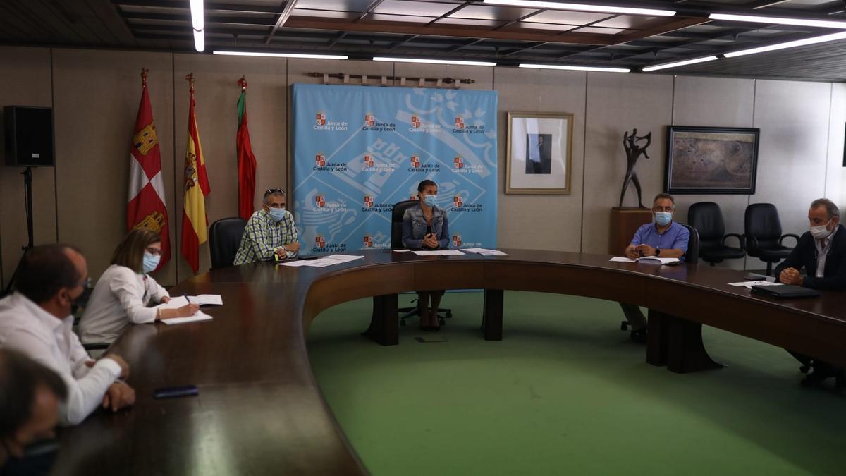 Reunión en la Junta con las organizaciones agrarias sobre las medidas de seguridad de los temporeros