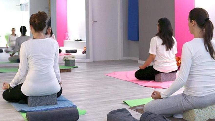 Sus clases terapéuticas de pilates, yoga y gimnasia hipopresiva son una herramienta de gran valor para el bienestar.