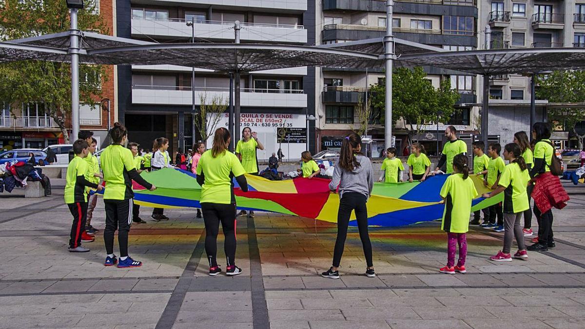 Una de las actividades de la primera edición del Día de la Educación Física en la Calle.