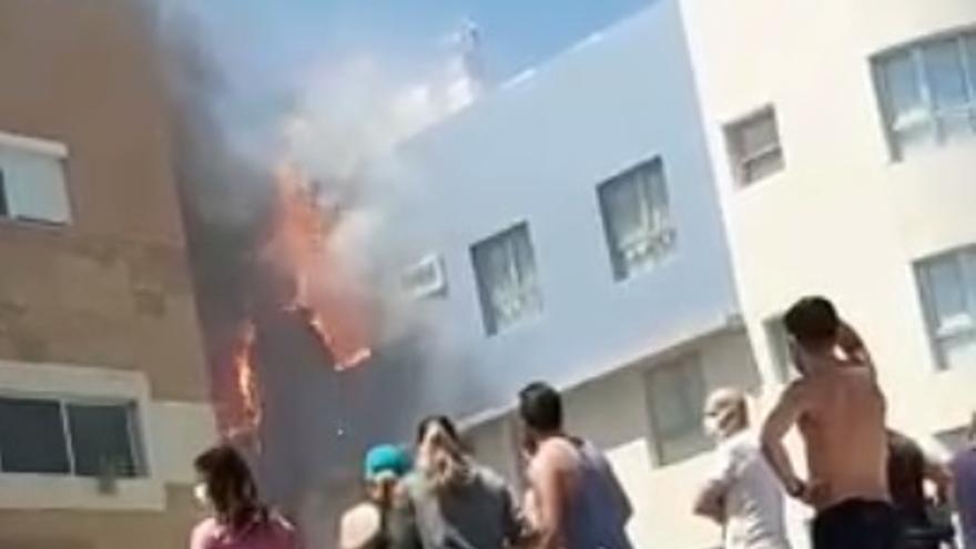 Incendio en un edificio de Arinaga